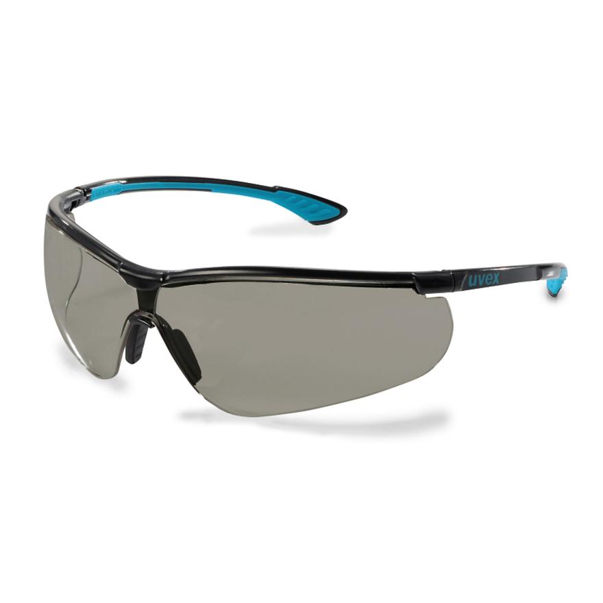 Schutzbrille von Uvex mit längenverstellbaren Bügeln und beschlagfreien, getönten Scheiben